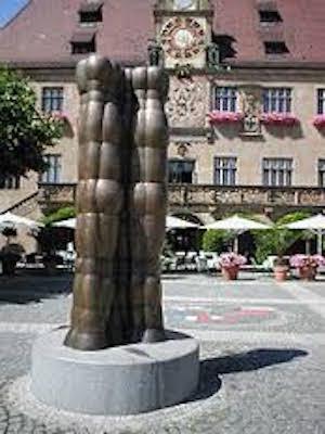Έργο του Ιωάννη Αβραμίδη στην πλατεία Δημαρχείου του Χάιλμπρον