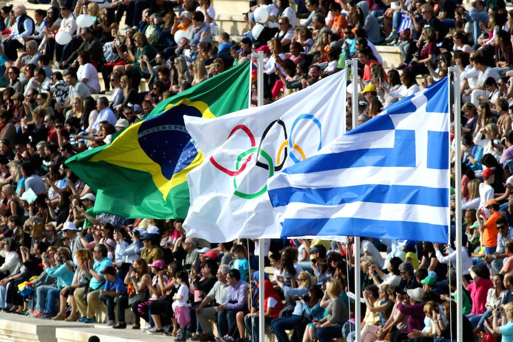 ολυμπιακή φλογα σημαιες