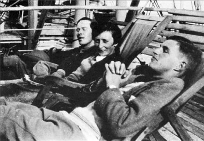 Ο Τζον Πέντλμπερι, (δεξιά), με τη Χίλντα Γουάιτ, την κατοπινή γυναίκα του, σε πλοίο για τη Χαλκίδα, το 1927.