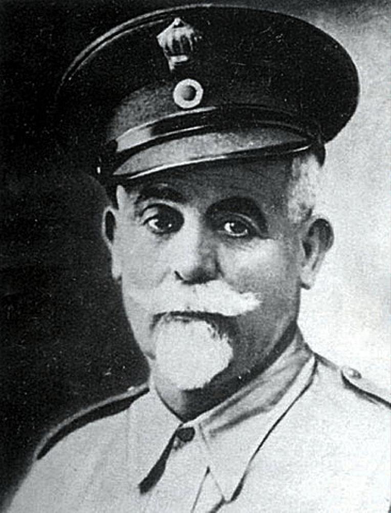 Ο καπετάν Αντώνιος Γρηγοράκης ή «Σατανάς» σε μια από τις ελάχιστες αν όχι μοναδική, φωτογραφία πορτραίτο του, από τον καιρό που ήταν ακόμα Συνταγματάρχης της Χωροφυλακής.