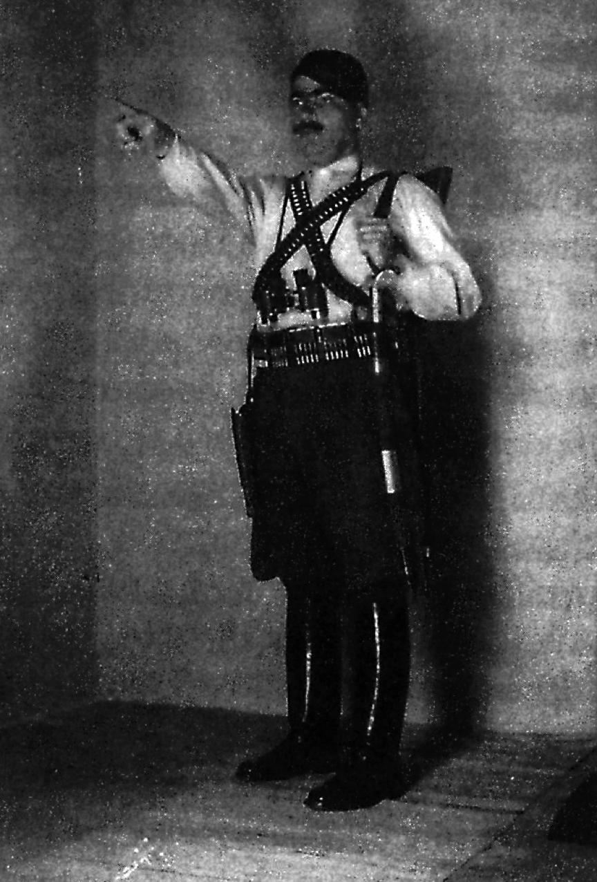 Ο Χαράλαμπος Γιανναδάκης, υπαρχηγός της ομάδας του καπετάν Αντώνη Γρηγοράκη ή «Σατανά». Αντικατέστησε επιτυχώς τον Γρηγοράκη, όταν ο τελευταίος λόγω κακουχιών και τραύματος εστάλη στο Κάϊρο, όπου τελικά και υπέκυψε.