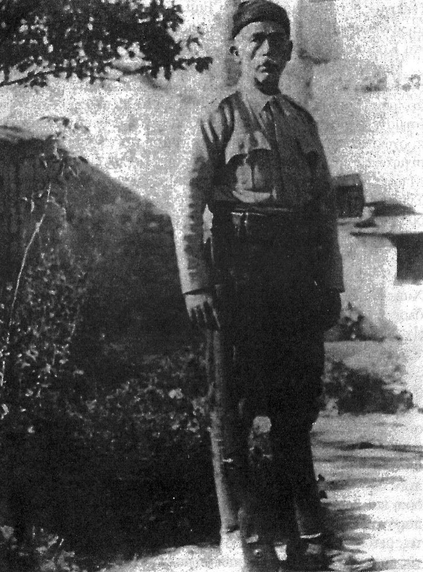 Ο καπετάν Μιχάλης Ξυλούρης ή Χριστομιχάλης. Γενναίος, σοβαρής, ανιδιοτελής και σεμνός αγωνιστής. Εκλεκτό τέκνο της ιστορικής κωμοπόλεως των Ανωγείων. Φωτογραφία από το λημέρι του στους πρόποδες του Ψηλορείτη, καλοκαίρι του 1943.
