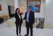Η πρέσβειρα της Αργεντινής Carolina Pérez Colman με τον Περιφερειάρχη Κρήτης Σταύρο Αρναουτάκη