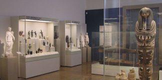 Άποψη του εκθεσιακού χώρου της Αιγυπτιακής Συλλογής του Εθνικού Αρχαιολογικού Μουσείου (φωτογράφος Ειρήνη Μίαρη © TAΠΑ/Εθνικό Αρχαιολογικό Μουσείο).