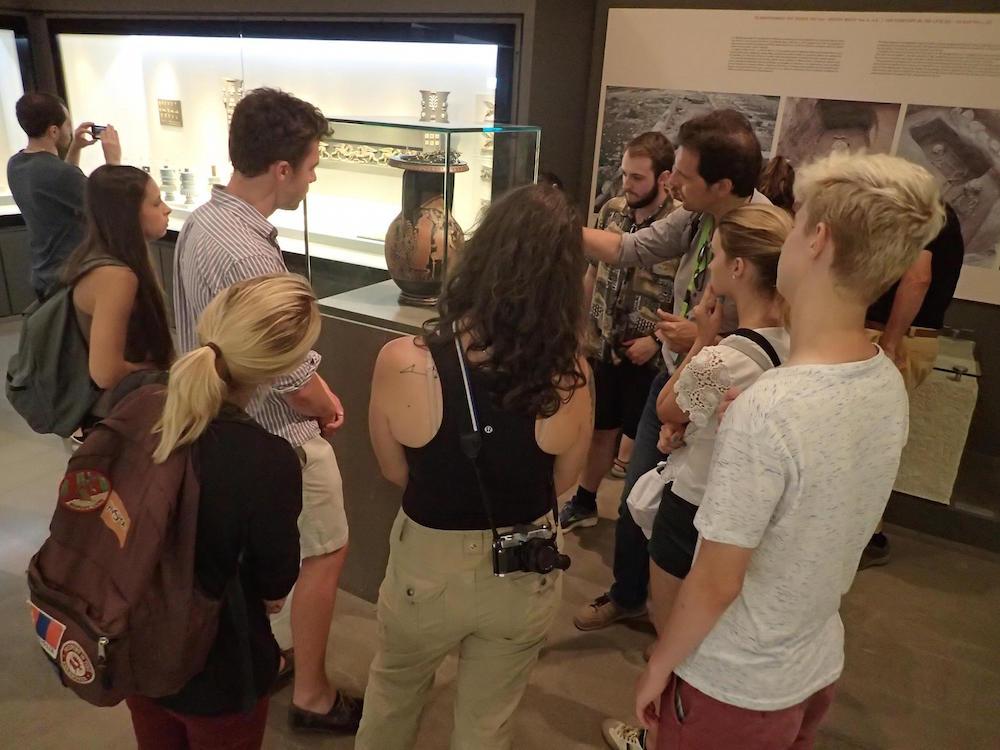 Με την συμμετοχή φοιτητών από πανεπιστήμια του εξωτερικού (Arizona, Cincinnati, Durham, Glendon, Harvard, Michigan, Oxford) πραγματοποιείται στη Θεσσαλονίκη το Διεθνές Θερινό Σχολείο Αρχαιολογίας και Ελληνικής Γλώσσας 2017.