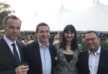 H Υπουργός Τουρισμού κα Έλενα Κουντουρά, με τον Γενικό Πρόξενο της Ελλάδας στη Νέα Υόρκη κ. Κωνσταντίνο Κούτρα, τον Περιφερειακό Διευθυντή Πωλήσεων της Emirates (ΗΠΑ-Ανατολικών Πολιτειών) κ. Joel Goldowsky και τον εκπρόσωπο του Hellenic Initiative, κ. Peter Poulos