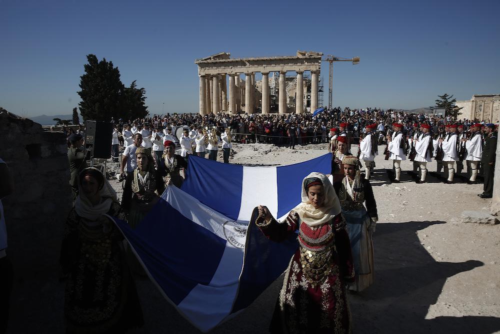 Στον Ιερό Βράχο της Ακρόπολης, με την έπαρση της ελληνικής σημαίας, τιμήθηκε σήμερα 12 Οκτωβρίου 2017 η 73η επέτειος απελευθέρωσης της Αθήνας από τα ναζιστικά στρατεύματα κατοχής.