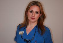 H Ελληνίδα γιατρός δρ. Ντέπυ Παραμάνη στο δυναμικό του Εθνικού Συστήματος Υγείας Αγγλίας NHS
