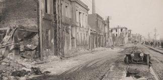 Καμένο αυτοκίνητο στη λεωφόρο Νίκης, μπροστά στο νηματουργείο Σάιας, 1917, συλλογή Γιώργου Αθ. Δέλλιου, ΕΛΙΑ/ΜΙΕΤ Θεσσαλονίκης
