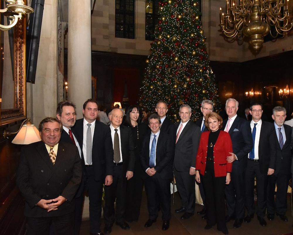 H Υπουργός Τουρισμού Έλενα Κουντουρά, με τον Jonathan Cohen, Αναπληρωτή Βοηθό Υπουργό Εξωτερικών των ΗΠΑ, τον Πρέσβη των ΗΠΑ στην Ελλάδα Geoffry Pyatt, τον Υπουργό Οικονομίας και Ανάπτυξης  Δημήτρη Παπαδημητρίου, τον Πρέσβη της Ελλάδας στις ΗΠΑ, Χάρη Λαλάκο, τον Διοικητή της ΑΑΔΕ Γ. Πιτσιλή, τον  Γ.Γ. Τουριστικής Πολιτικής και Ανάπτυξης Γιώργο Τζιάλλα,τους διοργανωτές του Capital Link, Νικόλαο και Όλγα Μπορνόζη, και τον βραβευθέντα  επιχειρηματία Andre Calantzopoulos.