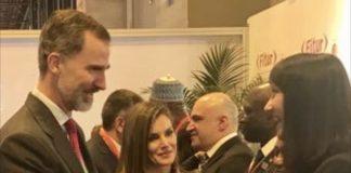 Η Υπουργός Τουρισμού Έλενα Κουντουρά με τον Βασιλιά της Ισπανίας Φελίπε ΣΤ' και τη Βασίλισσα Λετίσια, κατά την εθιμοτυπική εκδήλωση προς τιμήν των συμμετεχόντων Υπουργών της έκθεσης FITUR στη Μαδρίτη.