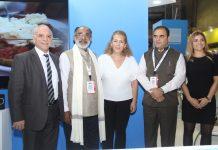 Από αριστερά: ο Προϊστάμενος Τμήματος Έρευνας Αγοράς και Διαφήμισης κ. Μιχάλης Μιχαηλίδης, ο Υπουργός Τουρισμού Ινδίας κ. Alphons Kannanthanam, η κα Κατερίνα Μεϊμάρογλου (Τμήμα Εκθέσεων ΕΟΤ), ο Υπουργός Τουρισμού της περιοχής Μαχαράστρα κ. Jaykumar Rawal και η κα Διαμαντίδη Ιωάννα (Τμήμα Εκθέσεων ΕΟΤ).