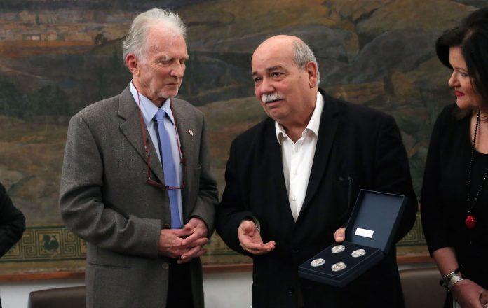 Η Βουλή βράβευσε τον ανθρωπιστή φιλέλληνα γιατρό Julien Grivel
