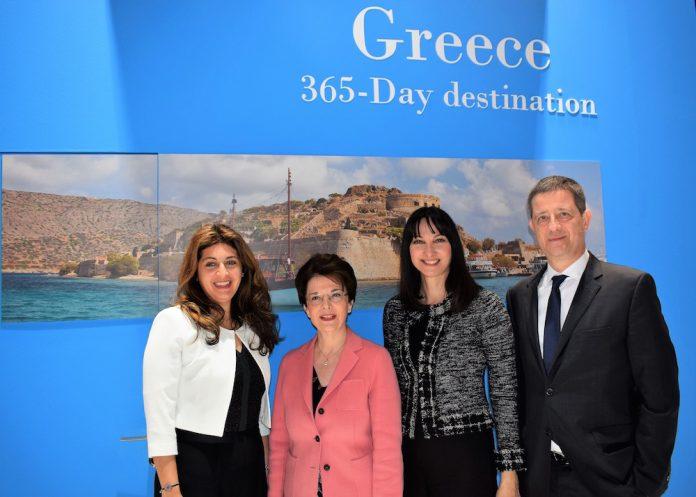 Η Υπουργός Τουρισμού Έλενα Κουντουρά με το Γενικό Γραμματέα Τουριστικής Πολιτικής και Ανάπτυξης Γ. Τζιάλλα, την πρέσβη της Ελλάδας στο Βέλγιο Ελευθερία Γαλαθιανάκη και την προϊσταμένη ΕΟΤ Κάτω Χωρών Ελένη Σκαρβέλη στην έκθεση Salon de Vacances στις Βρυξέλλες.