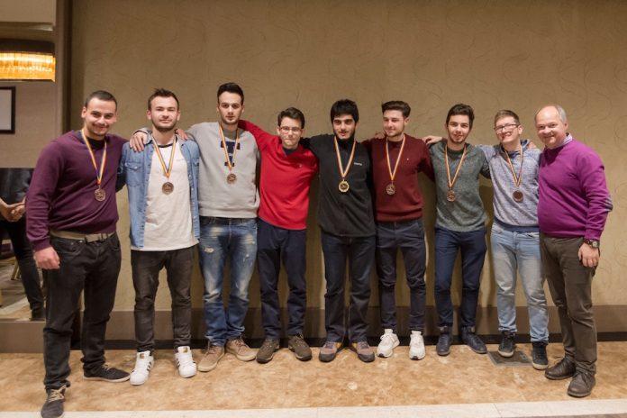 Η ομάδα του ΑΠΘ (Από αριστερά: Γ. Καλαντζής, Κ. Κίτσιος, Ι. Χαρισιάδης, Ν. Ευγενίδης, Γ. Καμπάνης, Β. Μακρίδης, Δ. Τσιντσιλίδας, Δ. Τσεκμές, Ν. Καραμπετάκης)