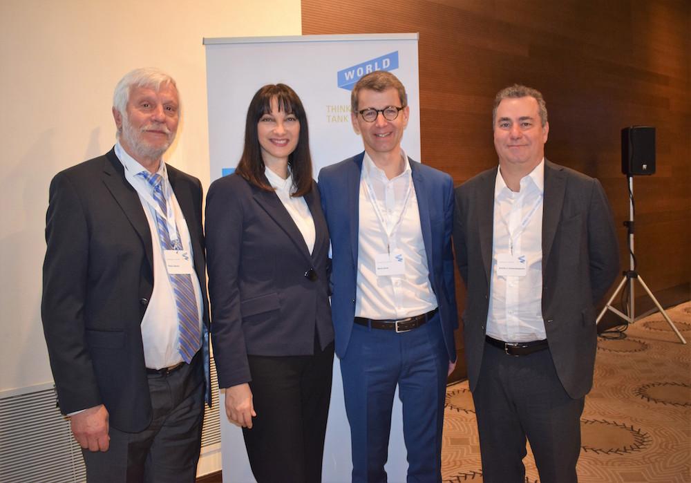 Η Υπουργός Τουρισμού Έλενα Κουντουρά με τους συνδιοργανωτές, τον Περιφερειάρχη Πέτρο Τατούλη, τον Πρόεδρο του Φόρουμ της Λουκέρνης WTFL 2018 Martin Barth, και τον Αχιλλέα Κωνσταντακόπουλο του Costa Navarino