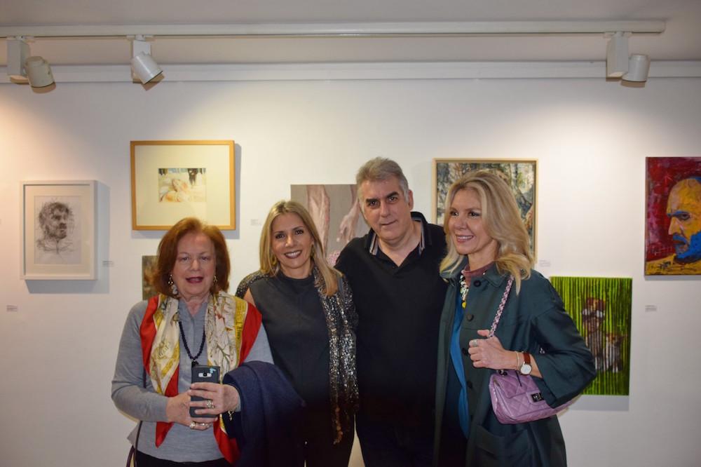 Οι συμμετέχουσες εικαστικοί Γεωργία Κοκκίνη, Τάνια Δρογώση και Μαρία Αποστόλου με τον φωτογράφο Γιώργο Παρτσινέβελο.