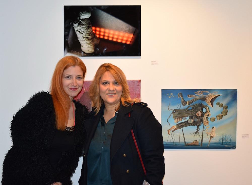 Η ιστορικός τέχνης Νικολένα Καλαϊτζάκη και η συμμετέχουσα εικαστικός Μαρία Ανδρέου.