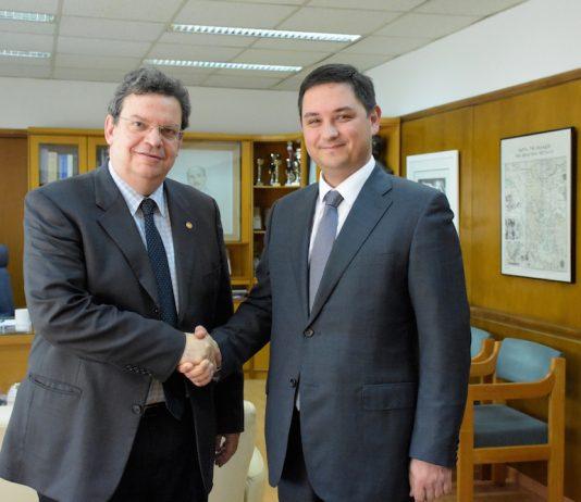 Ο Πρύτανης του ΑΠΘ, Καθηγητής Περικλής Α. Μήτκας με τον Πρόξενο της Ουκρανίας στη Θεσσαλονίκη Oleksandr Voronin.