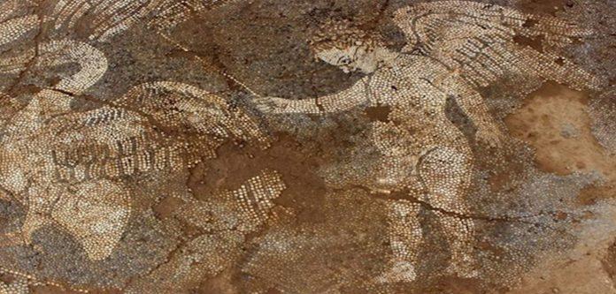ΑΠΟΚΑΛΥΨΗ ΒΟΤΣΑΛΩΤΟΥ ΔΑΠΕΔΟΥ ΣΤΟΝ ΑΡΧΑΙΟΛΟΓΙΚΟ ΧΩΡΟ ΤΟΥ ΜΙΚΡΟΥ ΘΕΑΤΡΟΥ ΤΗΣ ΑΜΒΡΑΚΙΑΣ