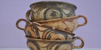 Πήλινα κύπελλα με δακτυλιόσχημες λαβές, περίπου 1600/1500 π.Χ.