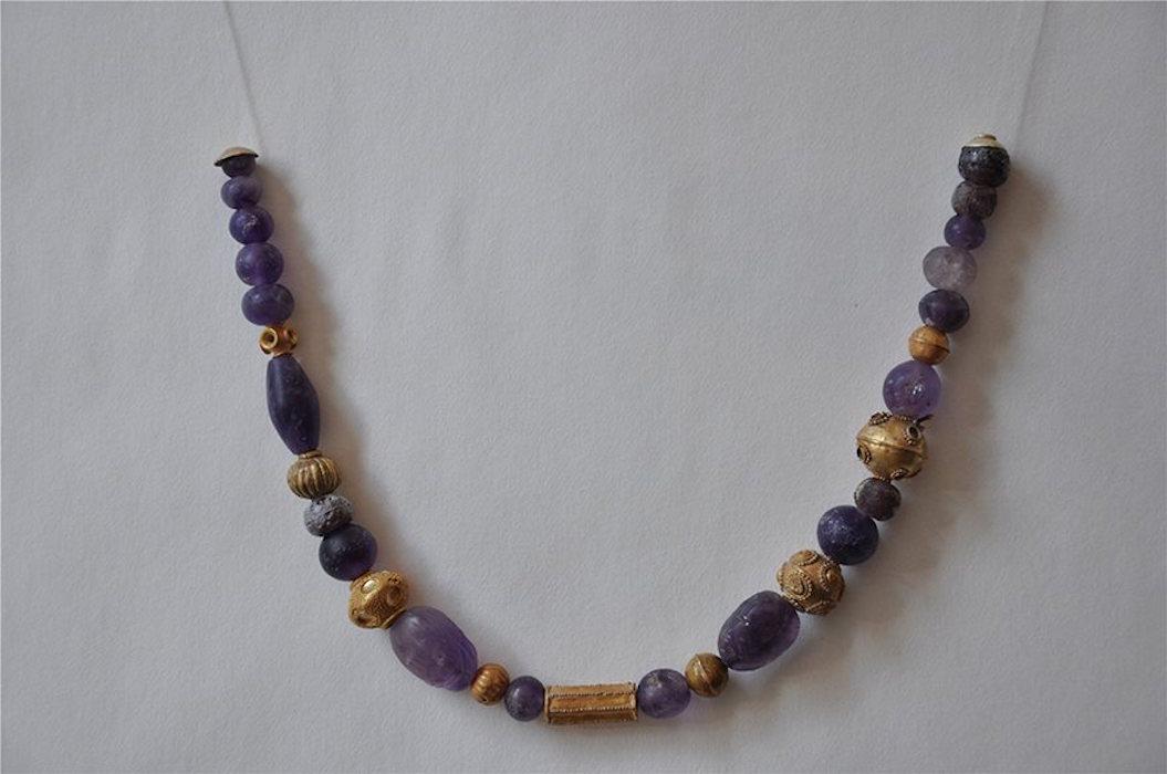 Περιδέραιο με χάντρες από αμέθυστο και χρυσό, περίπου 1600/1500 π.Χ.