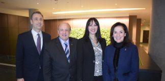 Η Υπουργός Τουρισμού κα Έλενα Κουντουρά με τον Υπουργό Τουρισμού της Πολιτείας του Οντάριο κ. Μichael Tibollo, το Γενικό Πρόξενο της Ελλάδας στο Τορόντο κ. Βίκτωρα Μαλιγκούδη και την ελληνική καταγωγής βουλευτή της Πολιτείας του Οντάριο και υφυπουργό Υγείας, κα Effie Triantafilopoulos.
