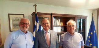 Ο Υφυπουργός Εξωτερικών για θέματα Απόδημου Ελληνισμού, Αντώνης Διαματάρης με τον πρόεδρο της Οικουμενικής Ομοσπονδίας Κωνσταντινουπολιτών, Νικόλαο Ουζούνογλου και τον Γενικό Γραμματέα, Νικόλαο Αναγνωστόπουλο