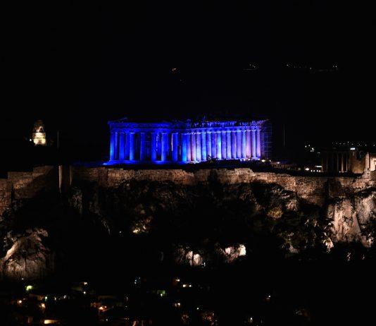 Η Ακρόπολη με το μπλε χρώμα της UNICEF