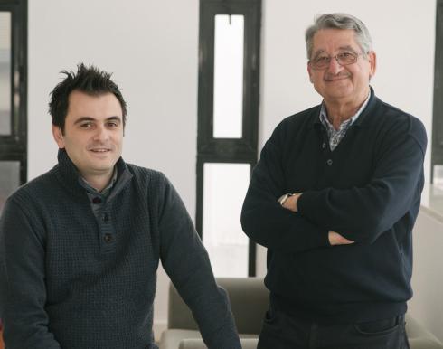 Νέα εταιρία Τεχνοβλαστός (Spin off) η οποία αξιοποιεί κατοχυρωμένη πρωτοποριακή τεχνολογία που αναπτύχθηκε από τους Ερευνητές του Ινστιτούτου Ηλεκτρονικής Δομής και Λέιζερ (ΙΗΔΛ), Καθ. Γιώργο Κυριακίδη και Δρ. Βασίλη Μπίνα, ιδρύθηκε πρόσφατα από το Ίδρυμα Τεχνολογίας και Έρευνας.